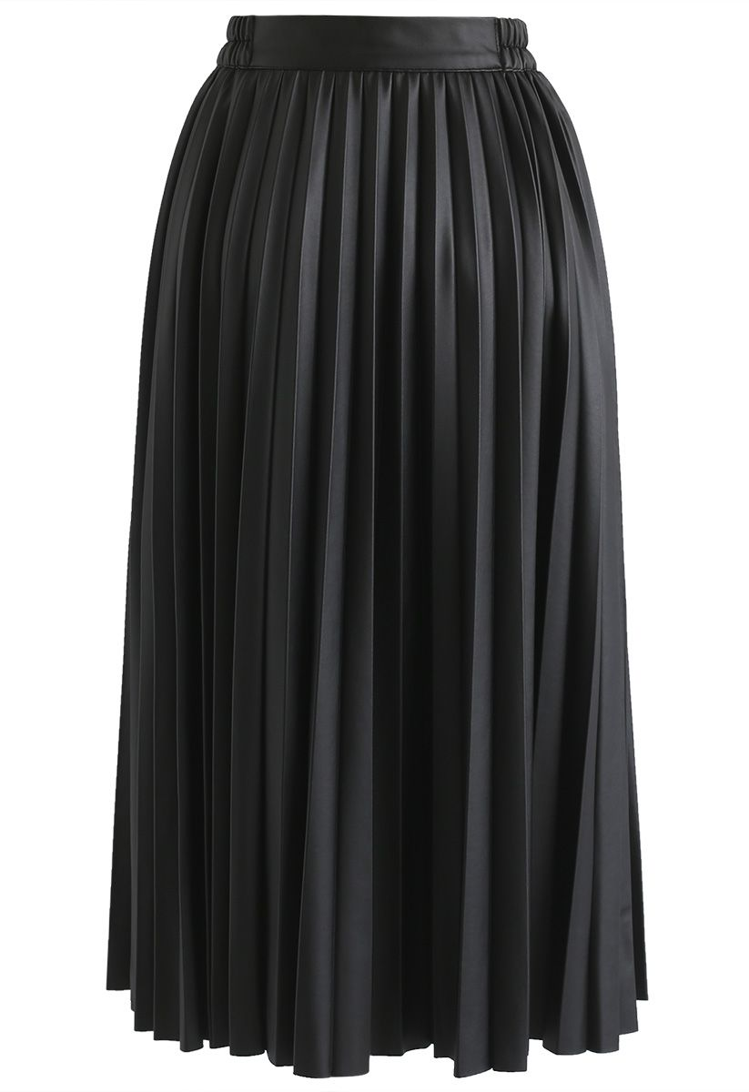Faddish Gloss Pleated Faux Leather A-Line Skirt in Black